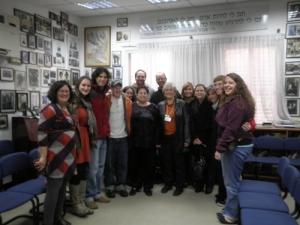 """חבר הנאמנים של """"היברו יוניון קולג'"""" ב'בית להיות' להטמעת תודעת השואה ולקחיה בחולון."""
