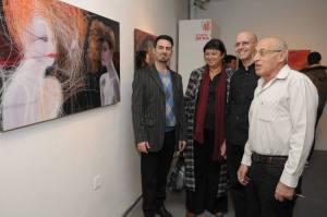"""פתיחת התערוכה """"שערה של רגשות"""" של צלם האופנה רוי שוויגר והמעצב והצייר חגי שוודרון בגלריית תיאטרון חולון במסגרת פסטיבל 'אשה'"""
